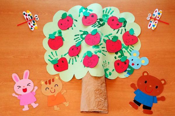 10月壁面 りんご狩り 保育園 イメージ