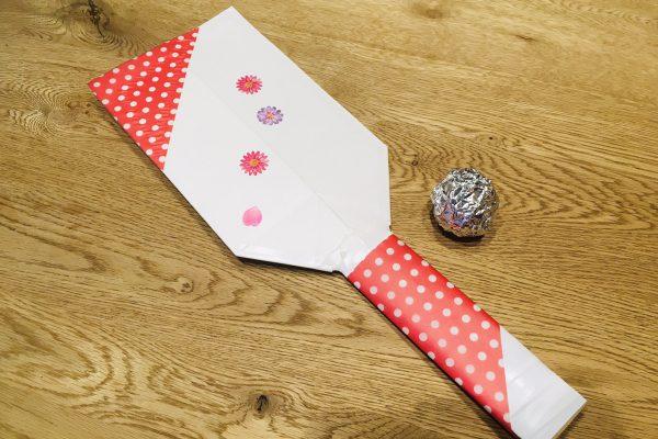 保育園 1月の製作 牛乳パックで羽子板を作ってお正月遊びを楽しもう! イメージ