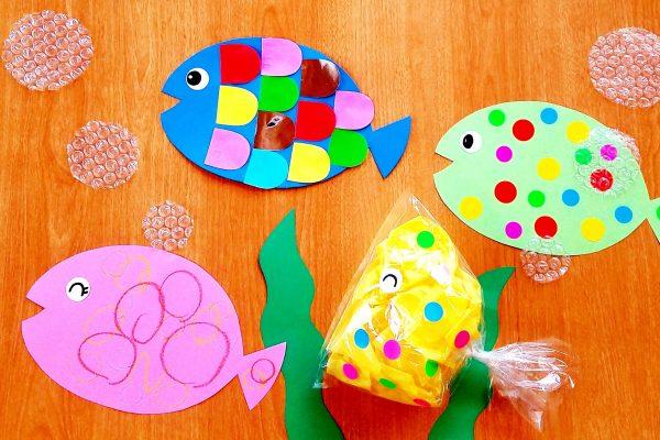 7月製作・魚アイデア|折り紙・ビニール袋・丸シール・クレヨンでかわいい魚を作ろう イメージ